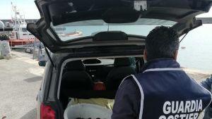 Pescava ricci di mare nonostante il divieto, 4000 euro di multa