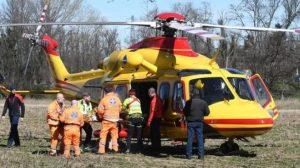 Trave di legno cade in testa ad un operaio, trasportato in eliambulanza all'ospedale di Catanzaro