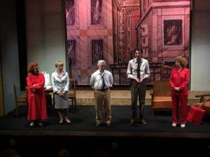 Soverato – La Compagnia del Grillo coinvolge il pubblico in un vortice di emozioni e risate