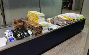 In aeroporto con 38 kg di farmaci cinesi non conformi, donna denunciata