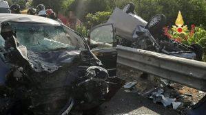 Pauroso incidente sulla Statale 106 nel catanzarese, quattro feriti