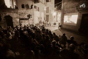 """A Badolato parte """"Insegui l'arte"""", il Festival che travolge i visitatori"""