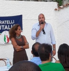 Fratelli d'Italia: Da Stalettì s'erge il tricolore su Piazza Montecitorio.