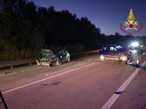Incidente tra due auto sulla Statale 106, 2 feriti