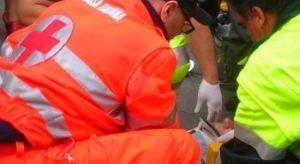 Impatto di una moto contro un muro, muore 55enne