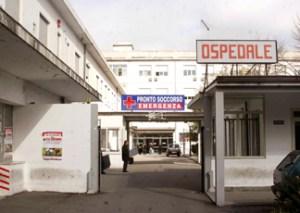 Scopre in ospedale che il figlio che porta in grembo è morto