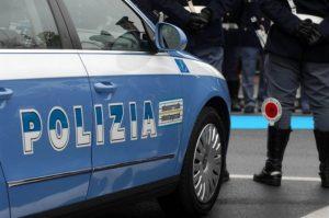 Uomo picchiato con un casco e derubato, due arresti