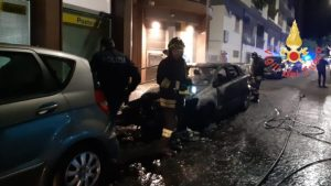 Auto in fiamme a Catanzaro, coinvolti dal rogo diversi automezzi