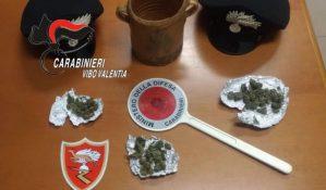 In auto 7 grammi di marijuana e a casa altri 20, 22enne arrestato