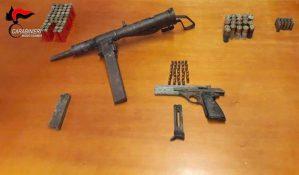 Scoperto dai carabinieri un arsenale nascosto in un muro