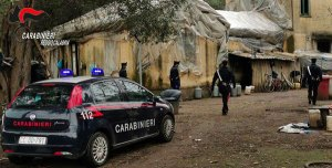 Violentissima lite a bastonate tra immigrati, muore uomo di nazionalità maliana