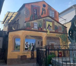 Amaroni, la città del miele si arricchisce di un nuovo murale