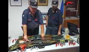Controlli dei carabinieri forestali, tre denunce. Sequestrati fucili e munizioni