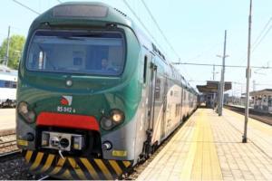 Positiva e con obbligo di quarantena viene sorpresa mentre viaggia in treno, 39enne denunciata