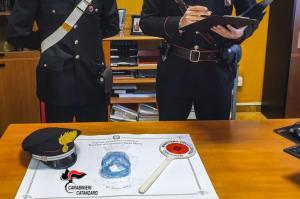 Alla vista dei carabinieri lancia la cocaina dalla finestra, 41enne arrestata