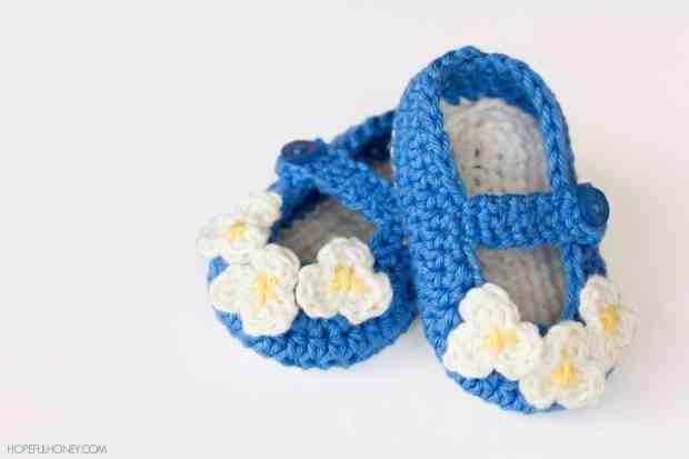 صور أحدث أحذية كروشية تركى للأطفال جديدة