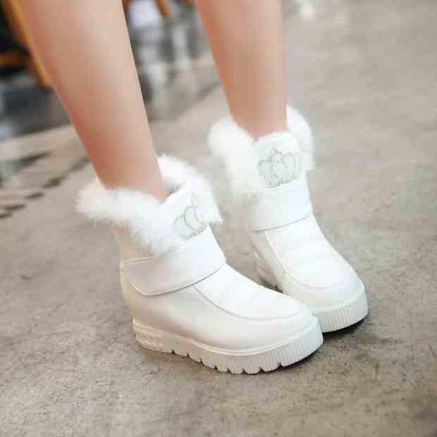 صور أحذية أطفال لفصل الشتاء حلوة