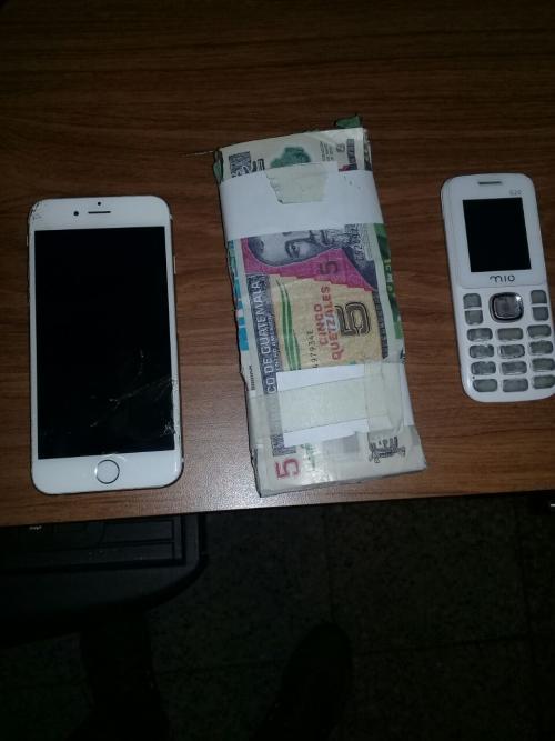 El dinero fue colocado en el área para que los delincuentes lo recogieran. (Foto: PNC)