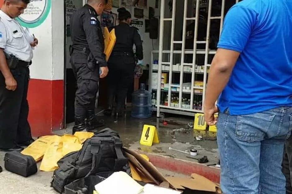 Los delincuentes forzaron los candados de la persiana de la farmacia en donde está ubicado el cajero. (Foto: Facebook/Gráfico de Oriente)