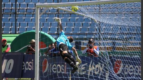 Afición roja revive golazo de Marco Pappa en el Clásico 301