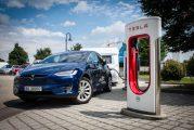 Conducir un coche eléctrico con caravana ya es una realidad