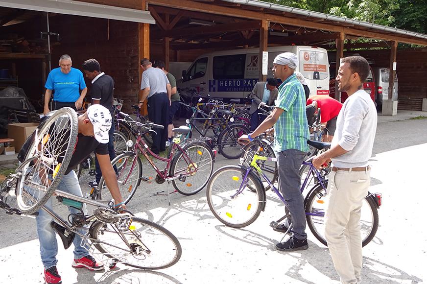"""Aktion """"Bikes for friends"""" für neuzugewanderte Jugendliche in Rosenheim"""