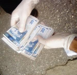 Таксиметров шофьор върна на руска туристка фалшива банкнота от 100 евро 1