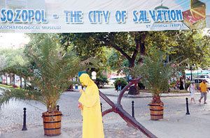 100 хиляди се помолиха за здраве на св. Йоан в Созопол 1