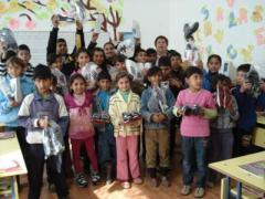 Кмета дари маратонки на бедни деца, областния управител - хранителни продукти 11