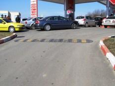 """Терена на бензиностанция """"Лукойл"""" Черноморец не събра всички желаещи да заредят гориво"""