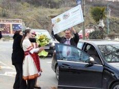 Днес в 16:30ч. пред сградата на община Созопол кмета Панайот Рейзи показа чека, с който бе награден античния Созопол