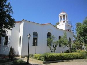 """Монтираха 300 килограмовата бронзова камбана на храма """"Св.Св.Кирил и Методий"""" в Созопол 1"""