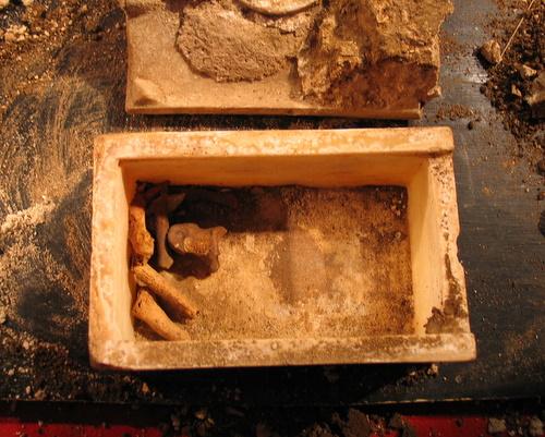 Откритият реликварий с мощите на Свети Йоан Предтеча
