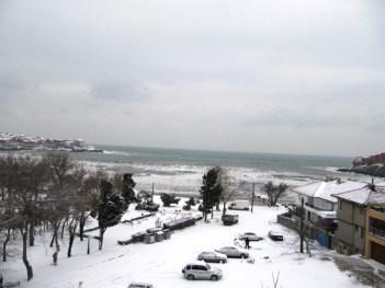 Поглед към централният плаж - Зимен Созопол 2012