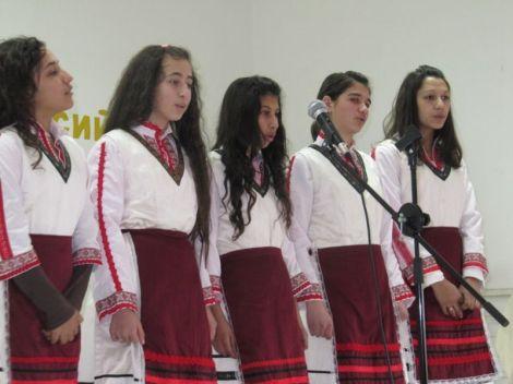 Децата на Равна гора празнуваха Международния ден на майчиния език