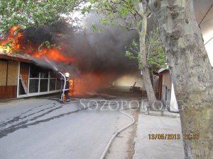Опити за потушаване на пожара; снимка: Николай Тенев
