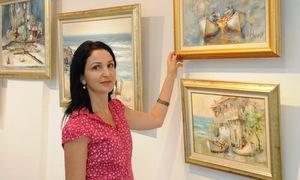 Ангелина Недин представя свои картини в подкрепа на Бургас 2019