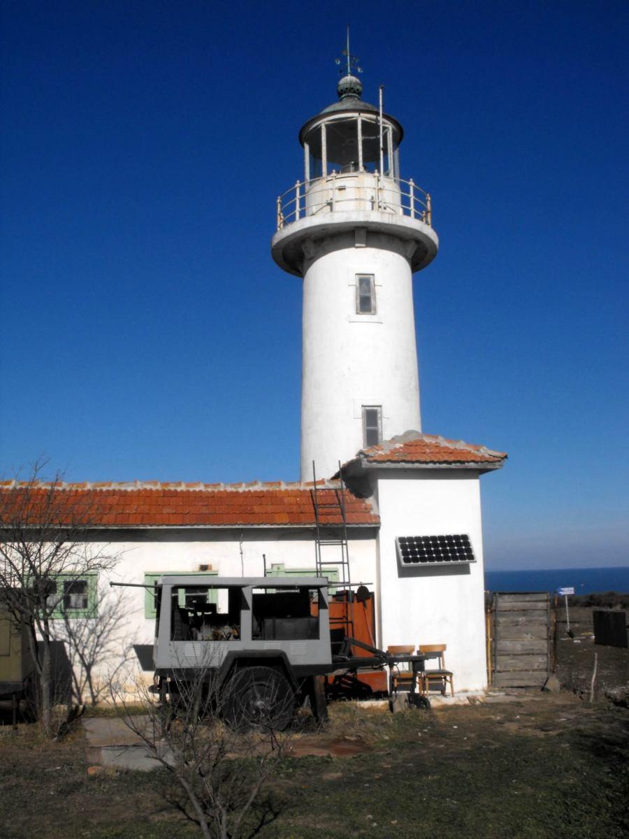Фарът на остров Свети Иван указва морския бряг с ново LED осветление