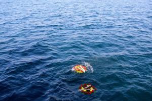 Венците са хвърлени в морето 1