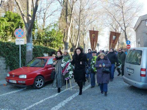 Литийното шествие се отправя към пристанището