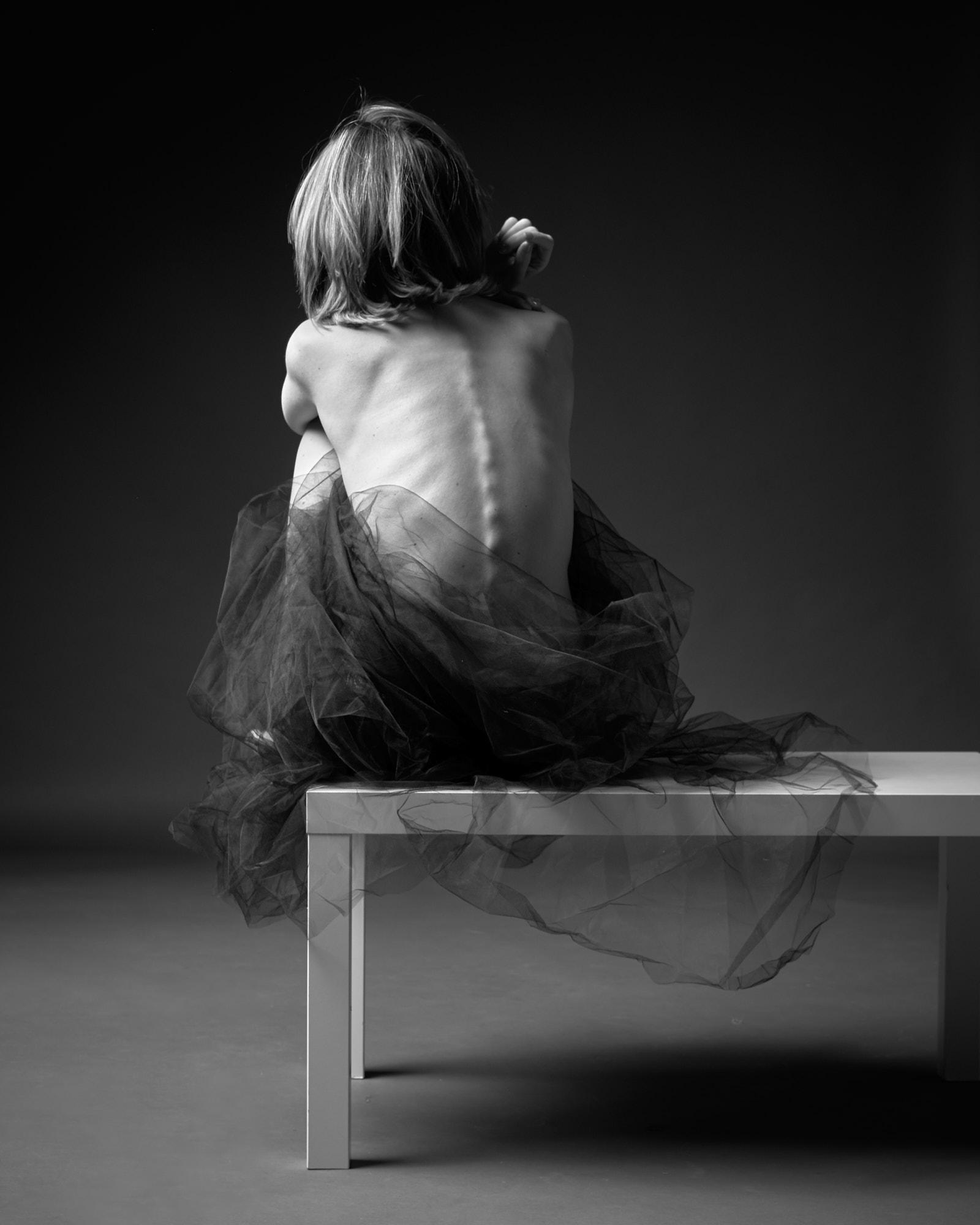 Femme réfléchir dos back douceur