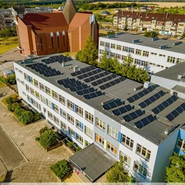 Nasza szkoła dziś. Czerpiemy zieloną energię słoneczną.