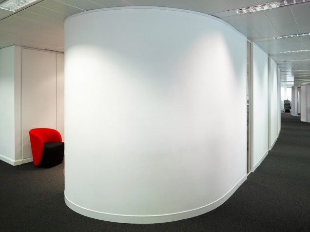 Pelican_Rouge_curved_wall-1024x766