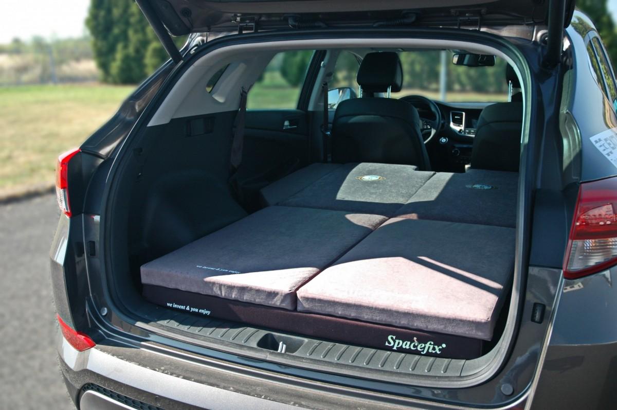 Sleeping in the car Hyundai Tucson 2016