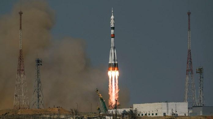 सोयुज एमएस -18 अप्रैल 2021 में कजाकिस्तान से दो-कक्षा ट्रेक पर अंतर्राष्ट्रीय अंतरिक्ष स्टेशन के लिए लॉन्च हुआ। अक्टूबर में सोयुज एमएस -19 में आईएसएस के लिए उड़ान भरने वाले स्पेसफ्लाइट प्रतिभागियों के सोयुज एमएस -18 में लौटने की उम्मीद है।  क्रेडिट: नासा