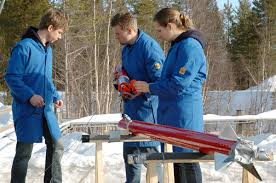DARE students place the capsule atop the STRATOS I rocket (Credits: DARE/SSE/Esrange).