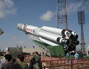 Proton rocket rolling out for launch (Credits: ILS).