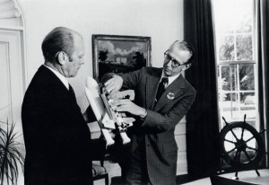 NASA Administrator James C. Fletcher shows  the projected Space Shuttle to President Gerald R. Ford in 1976 (Credits: US National Archives).