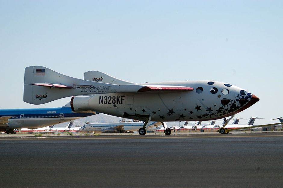 SpaceShipOne after its successful flight into space, June 21, 2004. Credits: WPPilot, Wikimedia