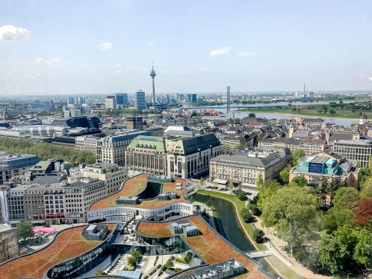 Dusseldorf architecture city guide. best architecture to see in Germany_DREISCHEIBENHAUS designed by HPP ARCHITECTS